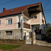 Viola Apartman