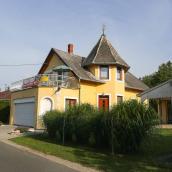 Hajas Familia Kiadó Szobák