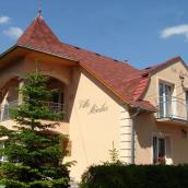 Villa Mónika