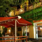 Club Hotel 502