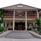 Camelot Club Hotel és Étterem