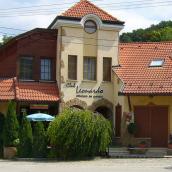 Club Leonardo Panzió