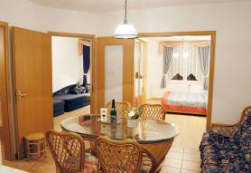Azur & Smaragd Apartmanház