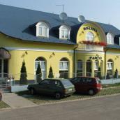 Boglárka Panzió-Étterem és Apartmanázak Mezőkövesd