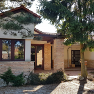 Kardos Villa