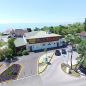 Vadkacsa Étterem Panzió Balatonkenese
