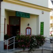 River Étterem és Bowling Club