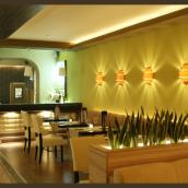 Intro Café & Restaurant